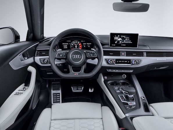 Audi RS4 2019 interiour